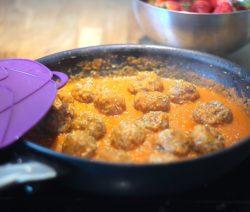 Almôndegas com Molho de Tomate e Vegetais - Receitas da Tia Céu