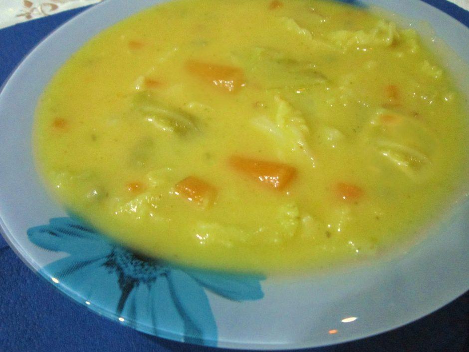 Sopa-de-lombardo-com-cenouras-e-ervilhas