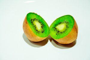 citrusfruithealthy_1280px_4a74c600016f469e82480a726addf13c-300x199 7 Alimentos que deve comer para ter uma pele mais saudável
