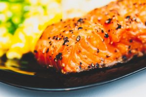 salmonhealthyskinfood_1280px_e8e4b14bedc341029ef58fc810b30d95-300x199 7 Alimentos que deve comer para ter uma pele mais saudável