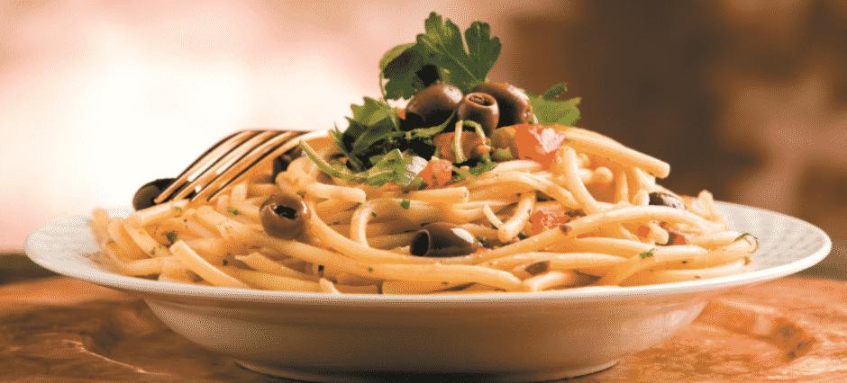 Frango com Esparguete e Azeitonas
